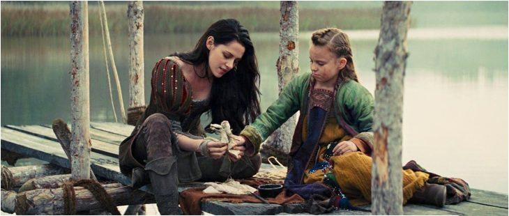 Escena de la película Blanca Nieves y la leyenda del cazador