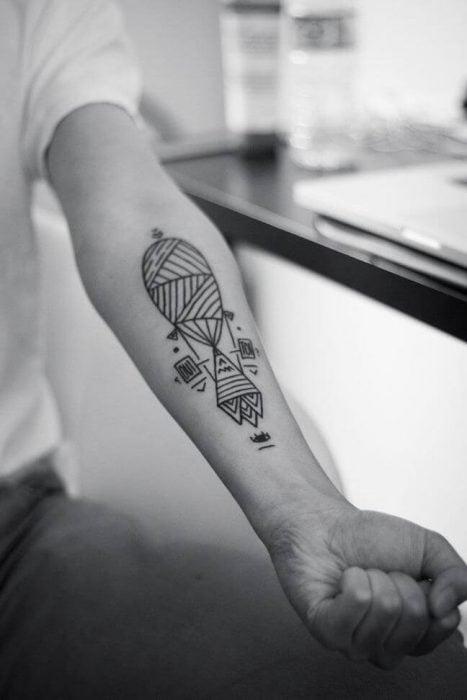 Tatuaje combinación geométrica