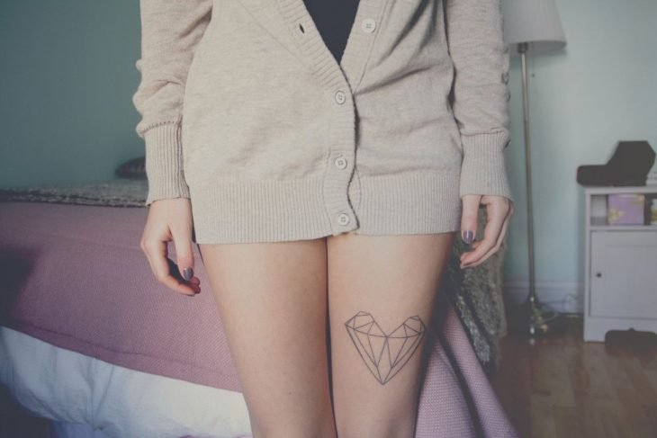 Tatuaje de corazón geométrico