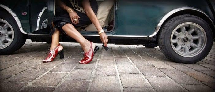 Cambiando el tacón de unos zapatos rojos