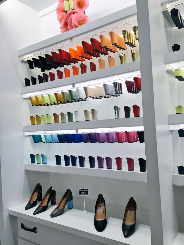 Una diseñadora creó zapatos con tacones intercambiables