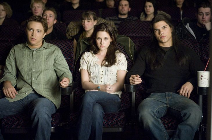 Escena en un cine de la película luna nueva