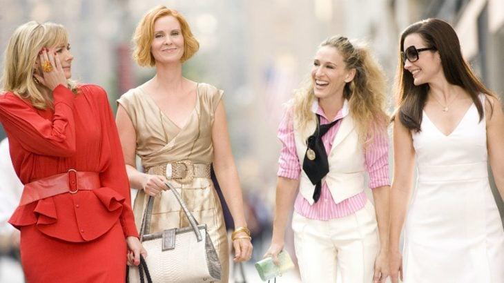 Chicas de la película sex ad the city caminando por las calles de new york