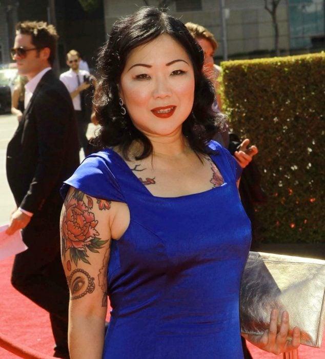 Comediante Margaret Cho posando en una alfombra roja