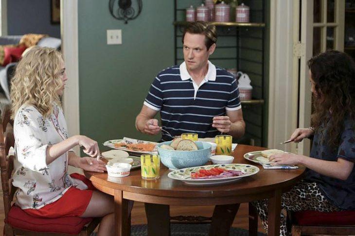 escena de la serie carrie diaries familia comiendo