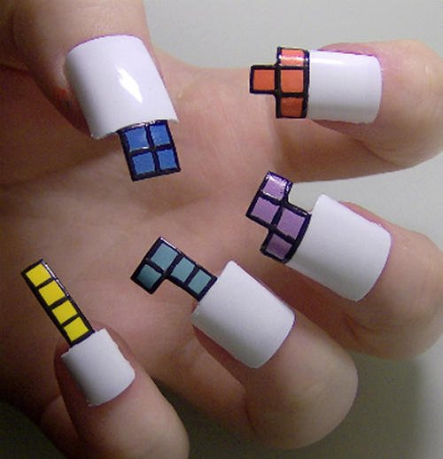 uña con diseños de tetris