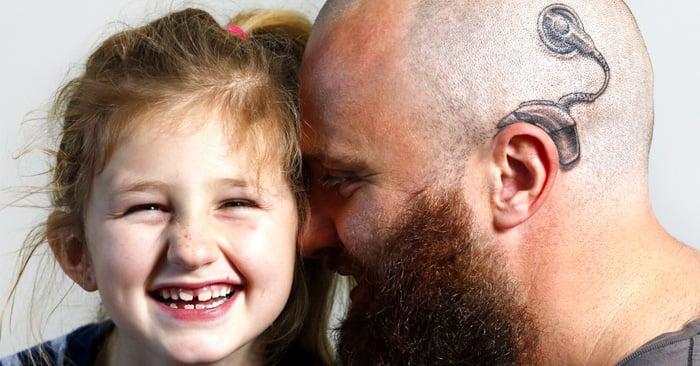 Este papá le demostró su AMOR a su hija al TATUARSE para coincidir con ella