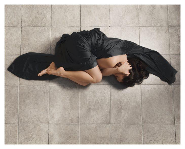 Foto de Katie Crawford en el piso