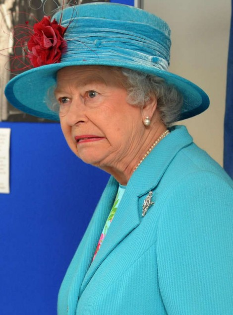 Reina Isabel haciendo cara de desagrado