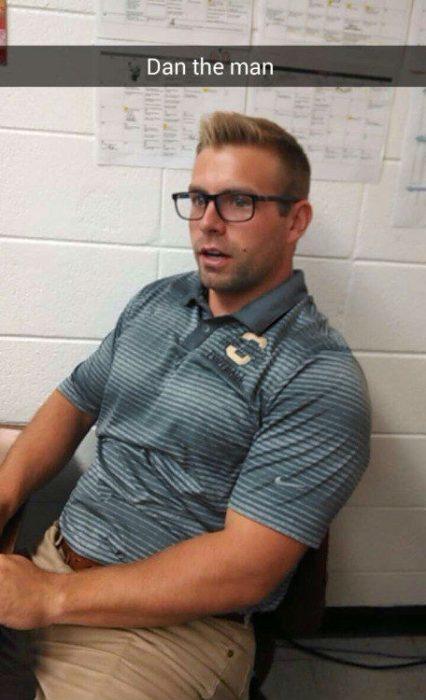 Profesor guapo con lentes