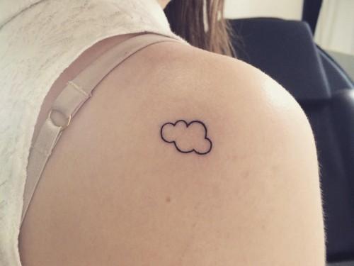 Una nube pequeña en mi hombro izquierdo