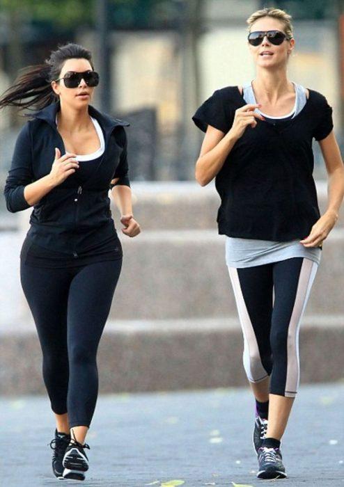 Kim Kardashian corriendo