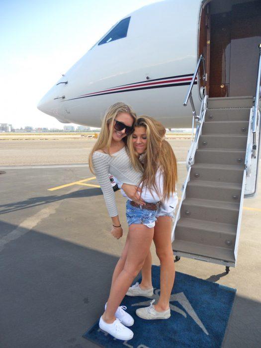 Amigas en un avión
