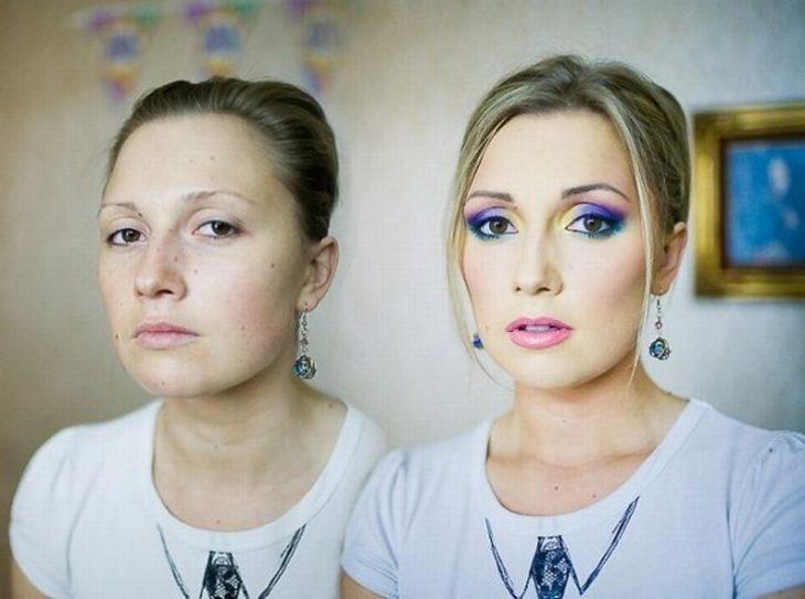 Chica rubia mostrando el antes y el después del uso del maquillaje