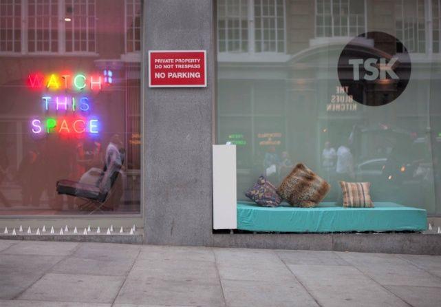 camas diseñadas por artistas para ser colocadas en las fachadas de los edificios de Londres que tienen picos