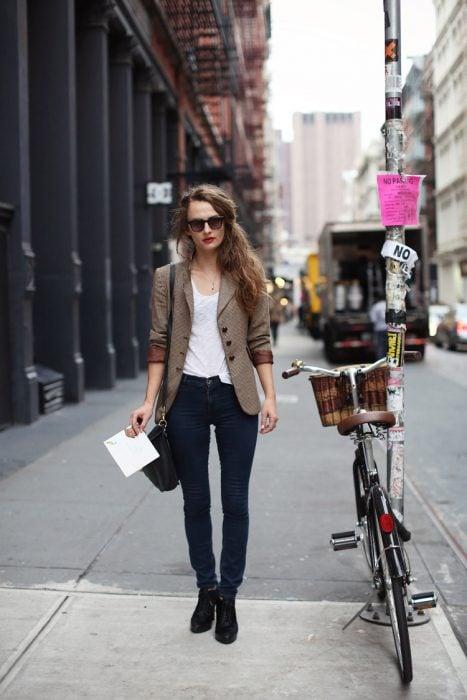 Chica con blazer