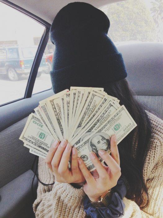 Chica con dinero