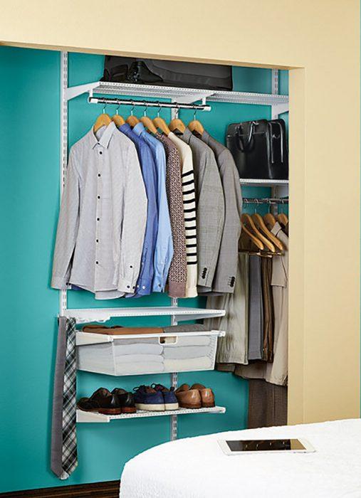 Closet ropa de hombre ordenado