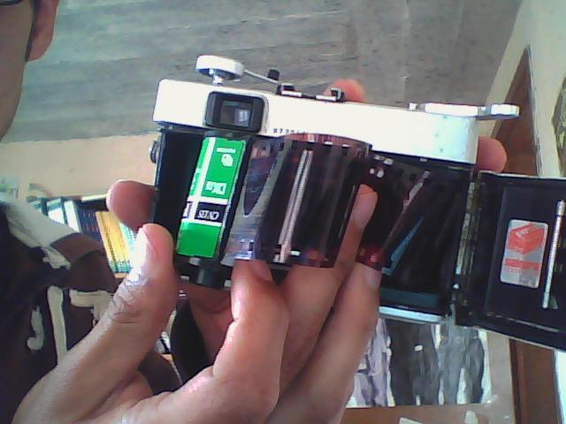 cámara con rollo de fotografía