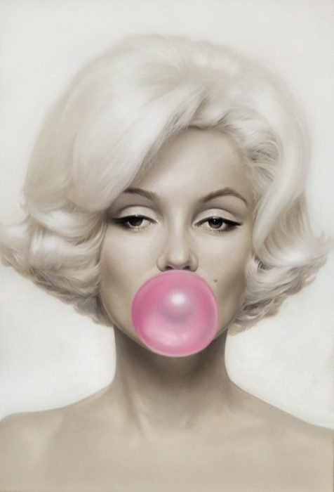 Retrato de Marilyn monroe mascando un chicle