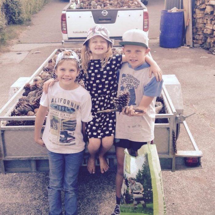Charlotte Campbell con sus hermanos