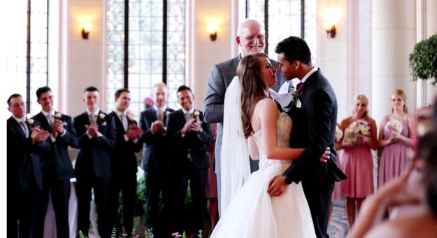 Solomon y su novia carter el día de su boda junto a su familia