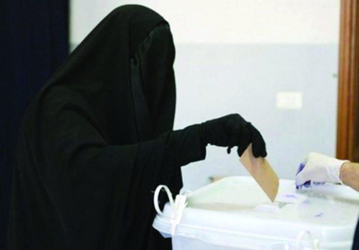 Mujer árabe votando