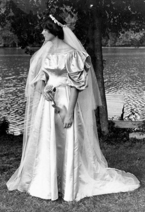 Sexta novia Leslie Kingston