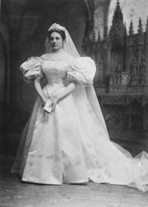 Mary Lowry primera novia vestido 120 años