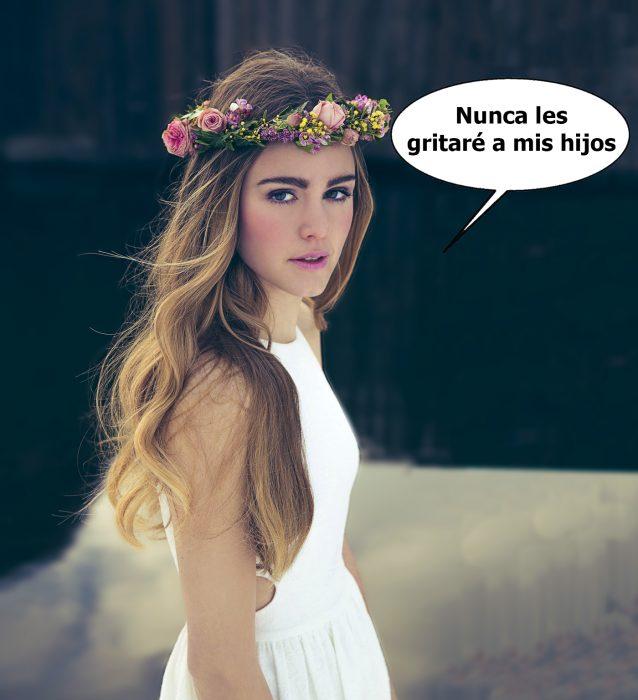 Chica con una corona de flores en la cabeza