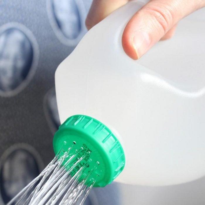 regadera de botella de plastico reciclado
