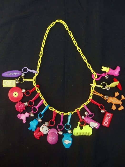 collar de amuletos 80s