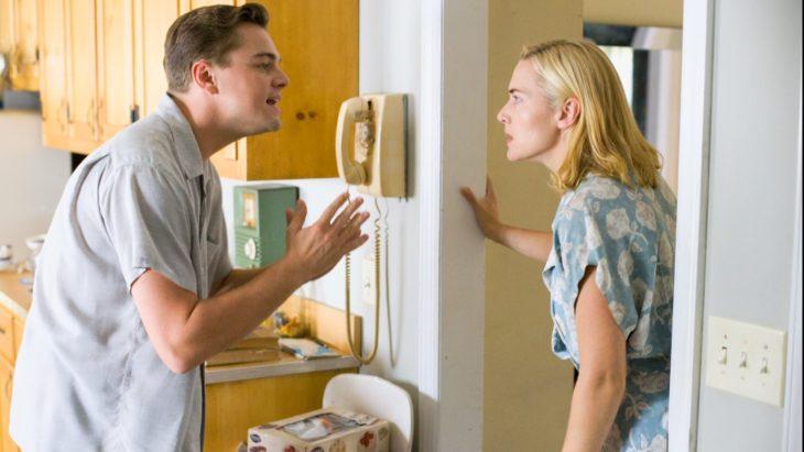 Pareja de esposos pelando, Leonardo DiCaprio, Kate Winslet
