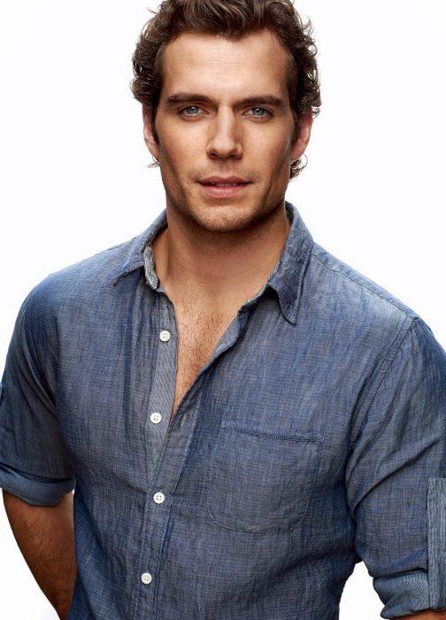 Henry Cavill camisa azul