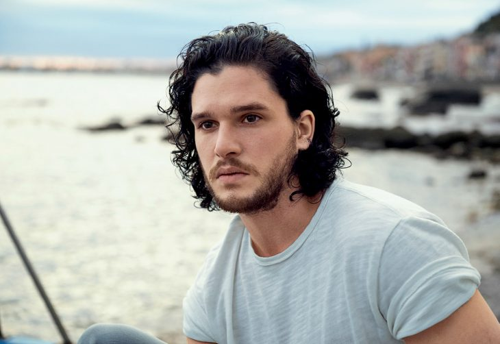 Kit Harington en la playa