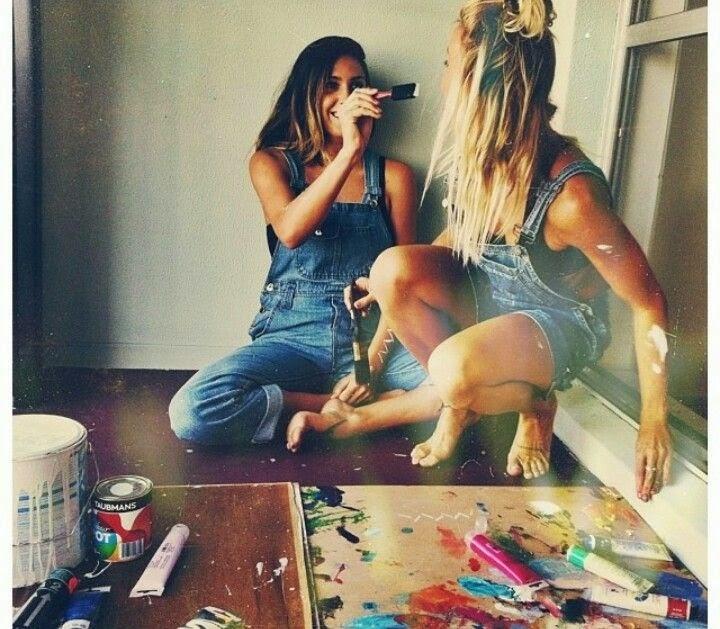 chicas pintándose