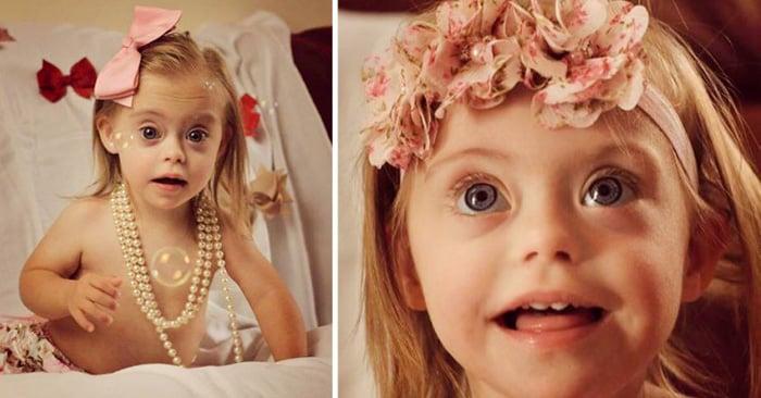 Esta niña de 2 años con síndrome de down gano contratos de modelaje gracias a su sonrisa