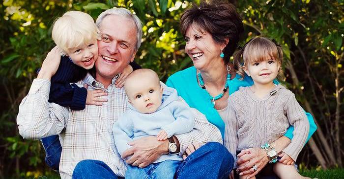 Los abuelos que cuidan a sus nietos tienen menos probabilidad de sufrir Alzheimer