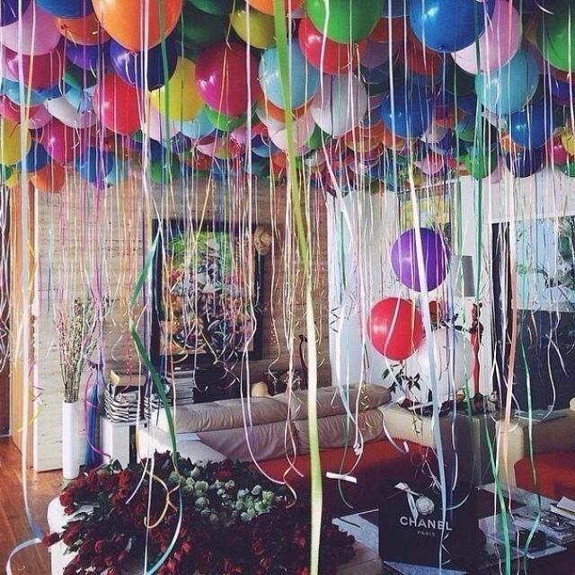 habitación decorada para fiesta sorpresa