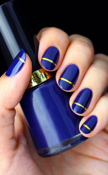 Uñas azul con dorado