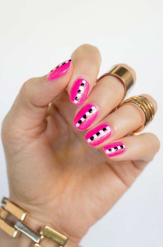 35 Creativos diseños de uñas con puntitos