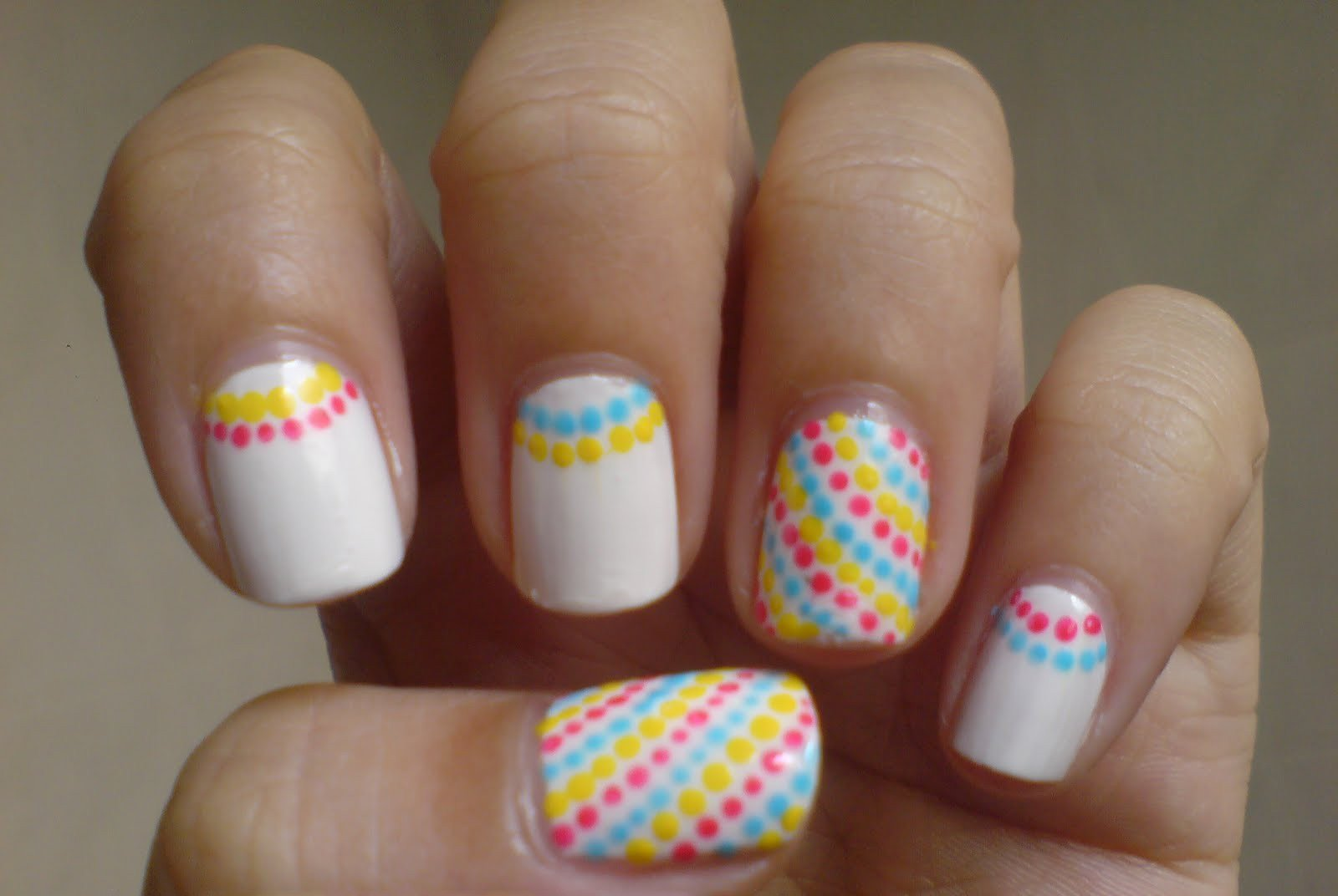 35 creativos dise os de u as con puntitos - Easy nail design ideas to do at home ...