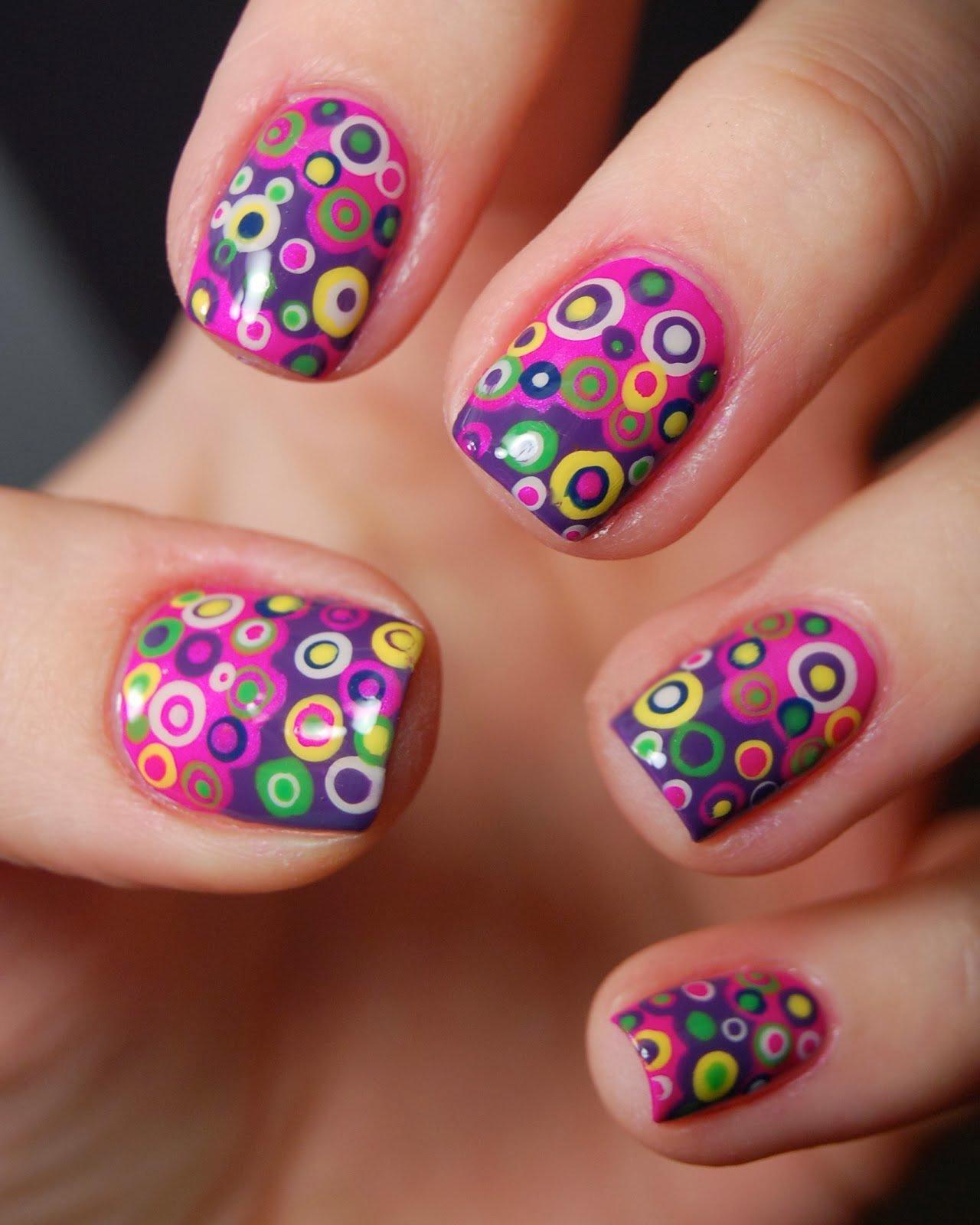 Дизайн ногтей с кружочками