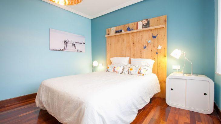 Habitación azul estilo minimalista