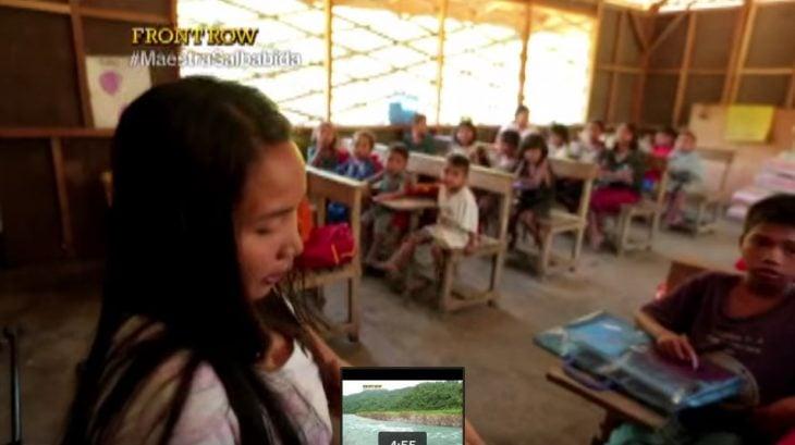 Elizabeth Miranda dando clases en Filipinas