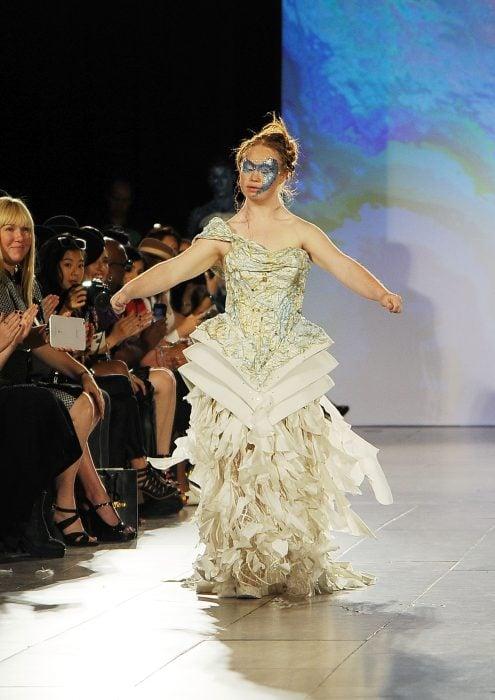 Madeline Stuart modelando en la semana de la moda de Nueva York