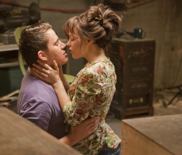 Escena de la película votos de amor tatum y mcAdams besándose
