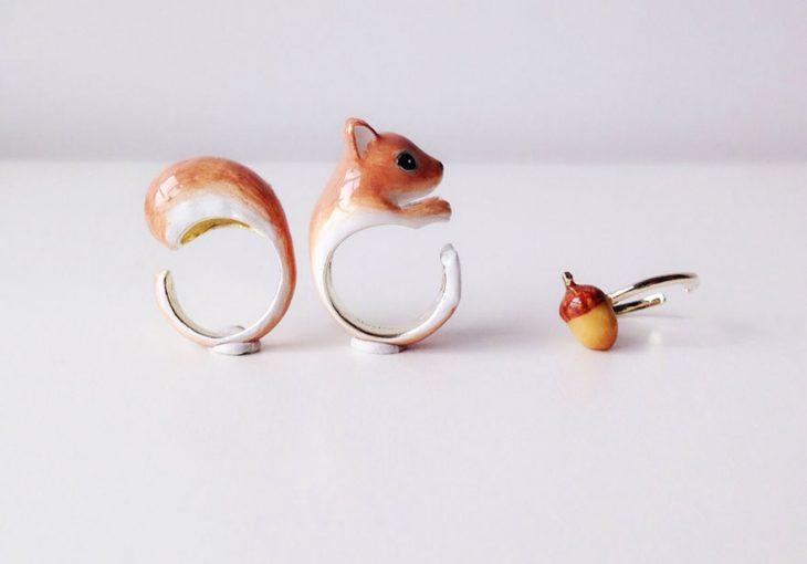anillo de tres piezas en forma de ardilla