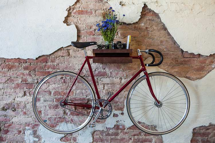 20 ingeniosas ideas que tienes que hacer en tu departamento - Guardar bicicletas en poco espacio ...