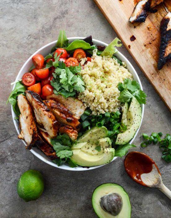 ensalada de pollo con vegetales